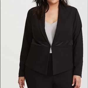 NWT Torrid size 3 Tuxedo Black Blazer